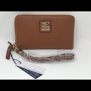 Dooney Bourke Zip Phone Wristlet Leather Caramel